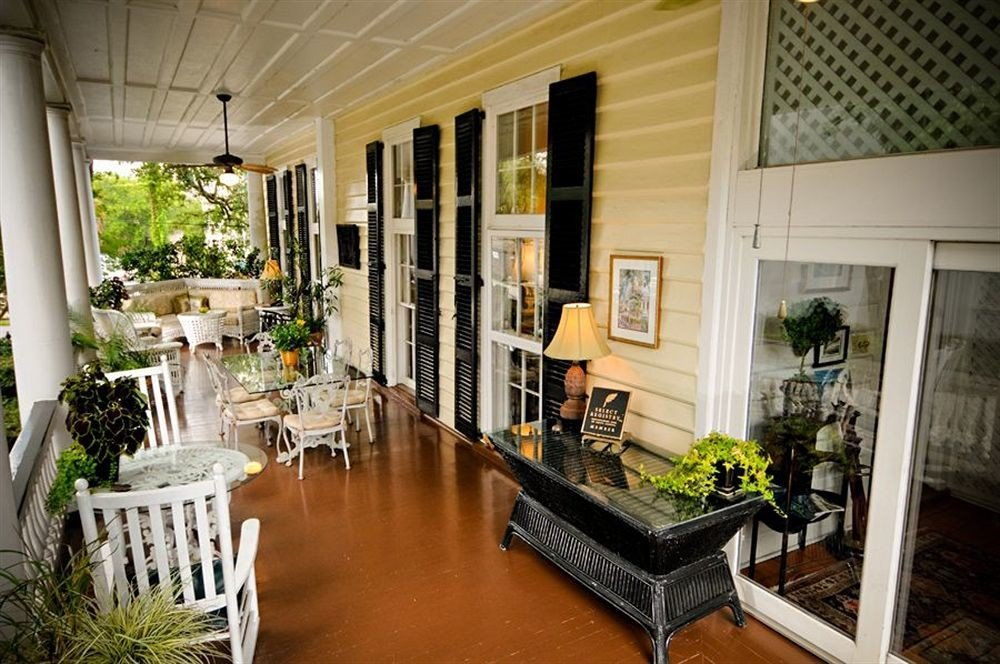 B&B Deck Historic property house home cottage Villa porch condominium living room backyard mansion Courtyard farmhouse outdoor structure plant