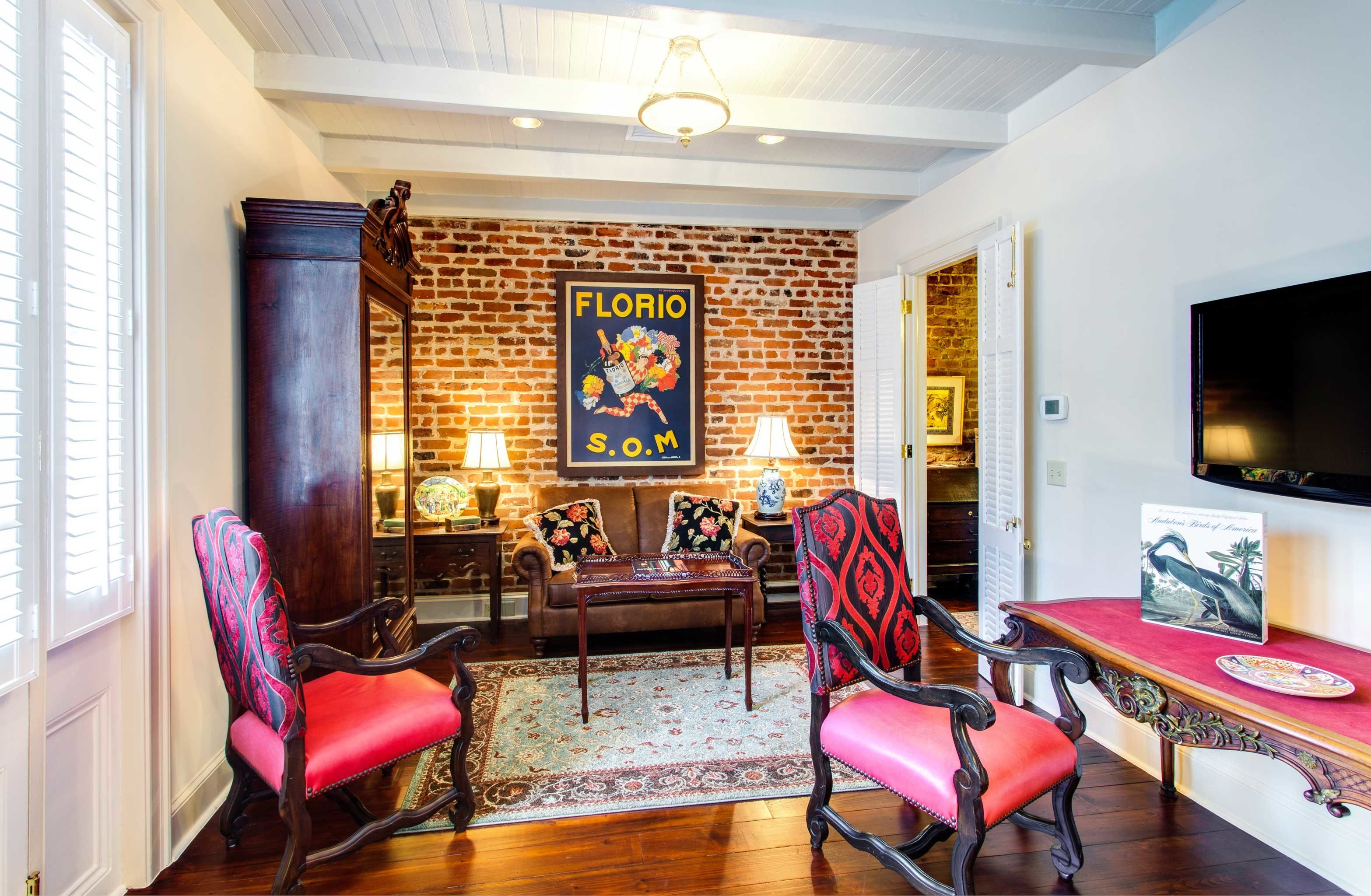 B&B Cultural Drink Eat Entertainment Nightlife chair living room property home recreation room hardwood cottage Villa Suite condominium mansion leather