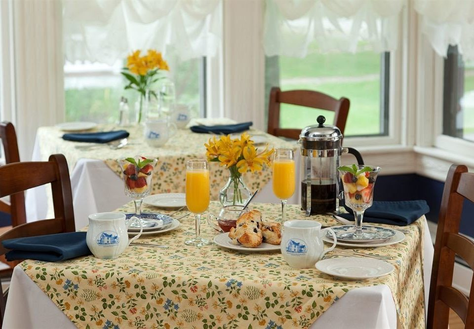 B&B Dining brunch lunch Party home breakfast restaurant dinner banquet rehearsal dinner set cluttered dining table