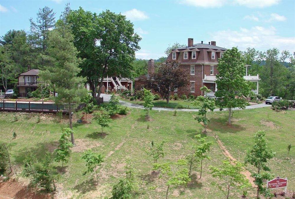 B&B Exterior Historic tree grass sky residential area Garden Village plant dirt traveling railroad