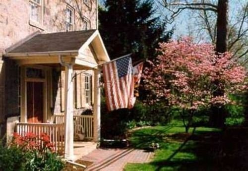 B&B Exterior tree building property home cottage house outdoor structure porch backyard Villa