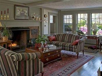 B&B Fireplace Lounge Romantic sofa property living room cottage home condominium Villa Resort Suite porch farmhouse flat