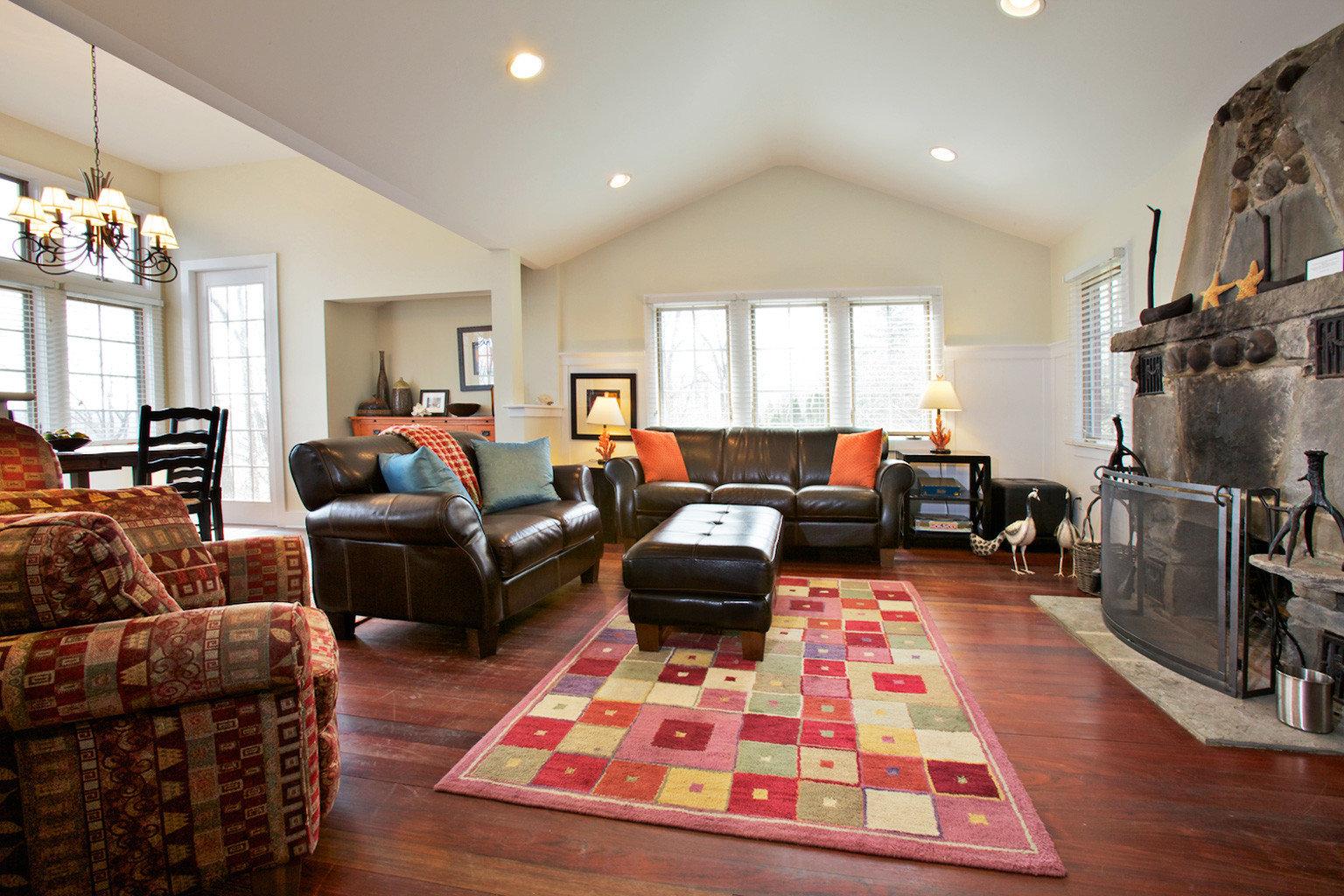 B&B Inn Lounge Outdoor Activities Waterfront Wellness living room property home hardwood flooring wood flooring cottage rug