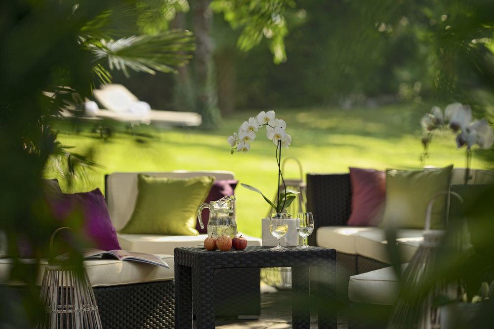 tree green backyard flower floristry lighting restaurant leather dining table