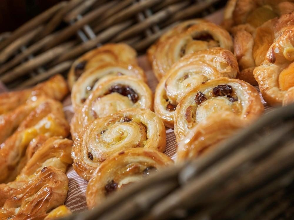 food dessert cuisine baked goods fried food pretzel snack food baking danish pastry spaghetti cooked close baked pasta