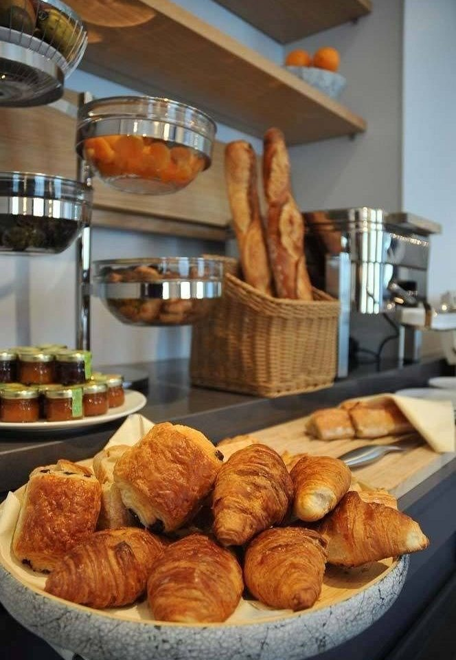 food bakery dessert baked goods breakfast brunch baking cuisine pâtisserie baker danish pastry pastry