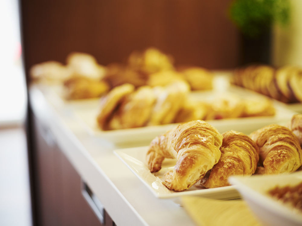 food dessert pastry baked goods bakery breakfast tray baking cuisine flavor danish pastry