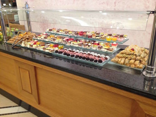 food bakery counter buffet cuisine fast food pâtisserie breakfast supermarket baking kitchen appliance