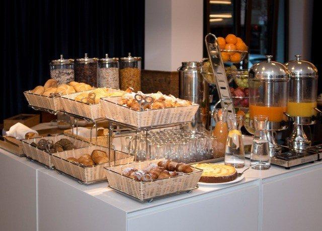 bakery counter food buffet brunch breakfast pâtisserie sense dessert