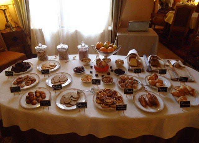 plate doughnut food buffet tray dessert pâtisserie breakfast brunch restaurant baking