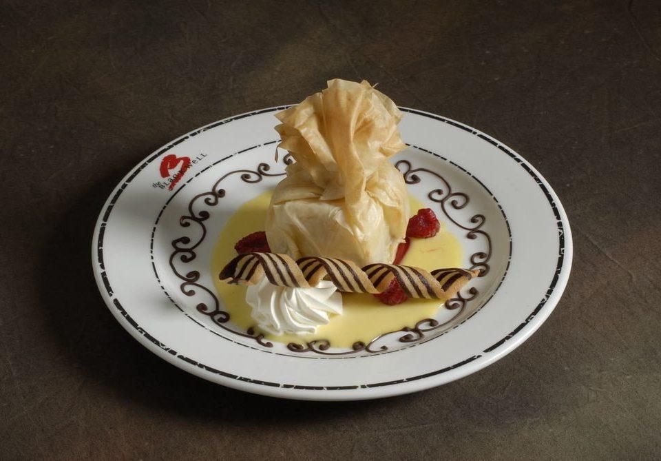 plate food dessert cake icing buttercream baking flavor cream carving porcelain cake decorating