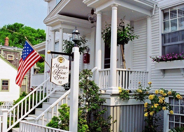 building porch Balcony home residential area outdoor structure cottage flower backyard