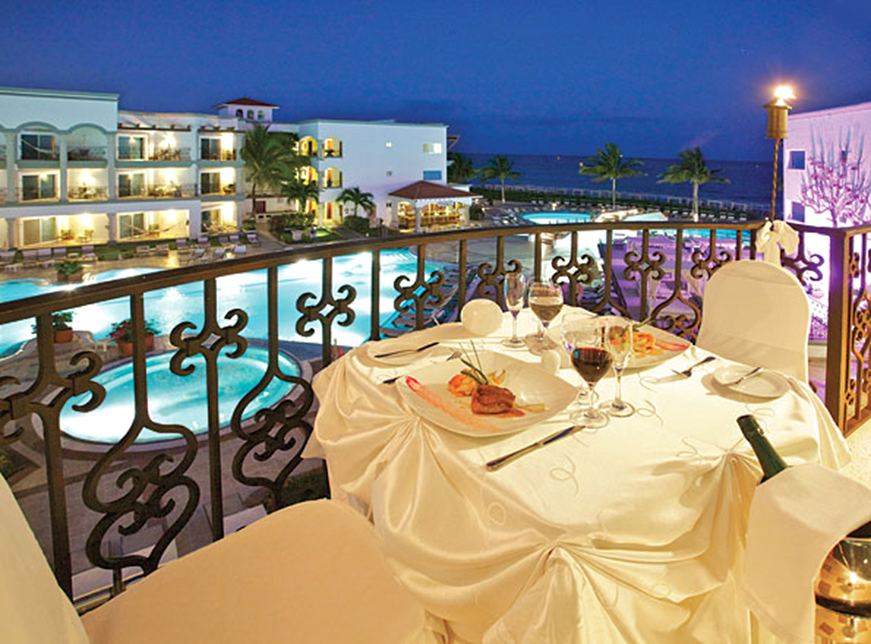 Balcony Bar Dining Drink Eat Elegant Luxury Romantic Scenic views restaurant Resort