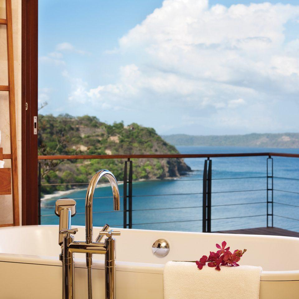 Balcony Bar Elegant Hotels Luxury Ocean Scenic views sky swimming pool property home bathtub jacuzzi Suite tub