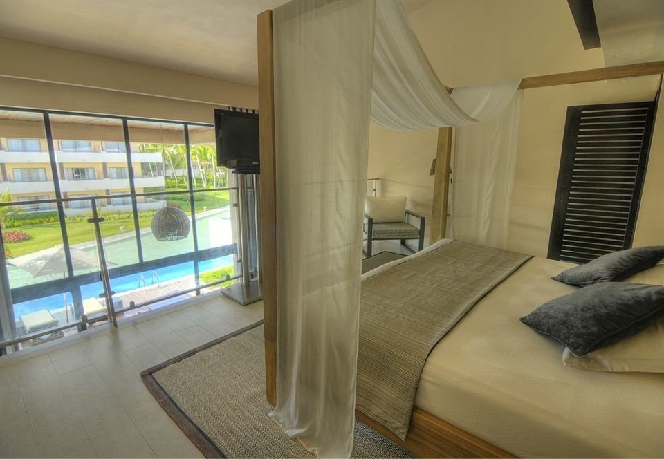 Balcony Bath Bedroom Elegant Luxury Modern Scenic views Suite property condominium house home cottage Villa
