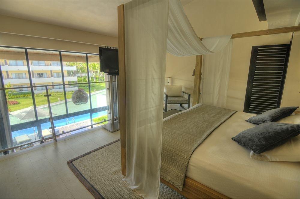 Balcony Bath Bedroom Elegant Luxury Modern Scenic views Suite property condominium house home cottage Villa