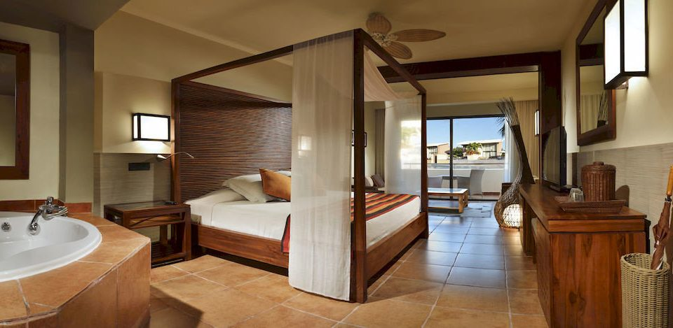 Balcony Bath Bedroom Elegant Luxury Modern Scenic views Suite property home hardwood cottage Villa