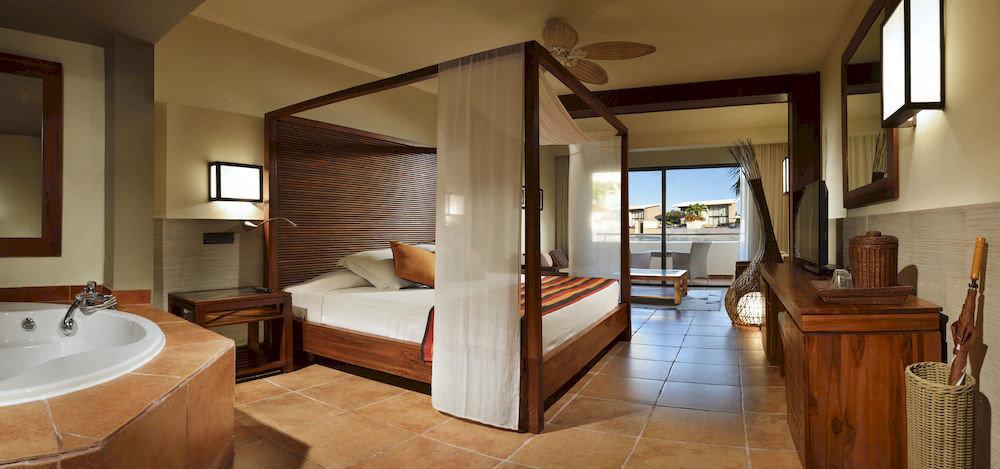 Balcony Bath Bedroom Elegant Luxury Modern Scenic views Suite property home hardwood cottage Villa