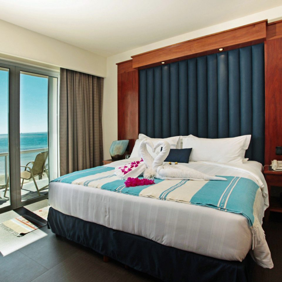Balcony Bath Bedroom Luxury Modern Scenic views Suite property Resort cottage Villa