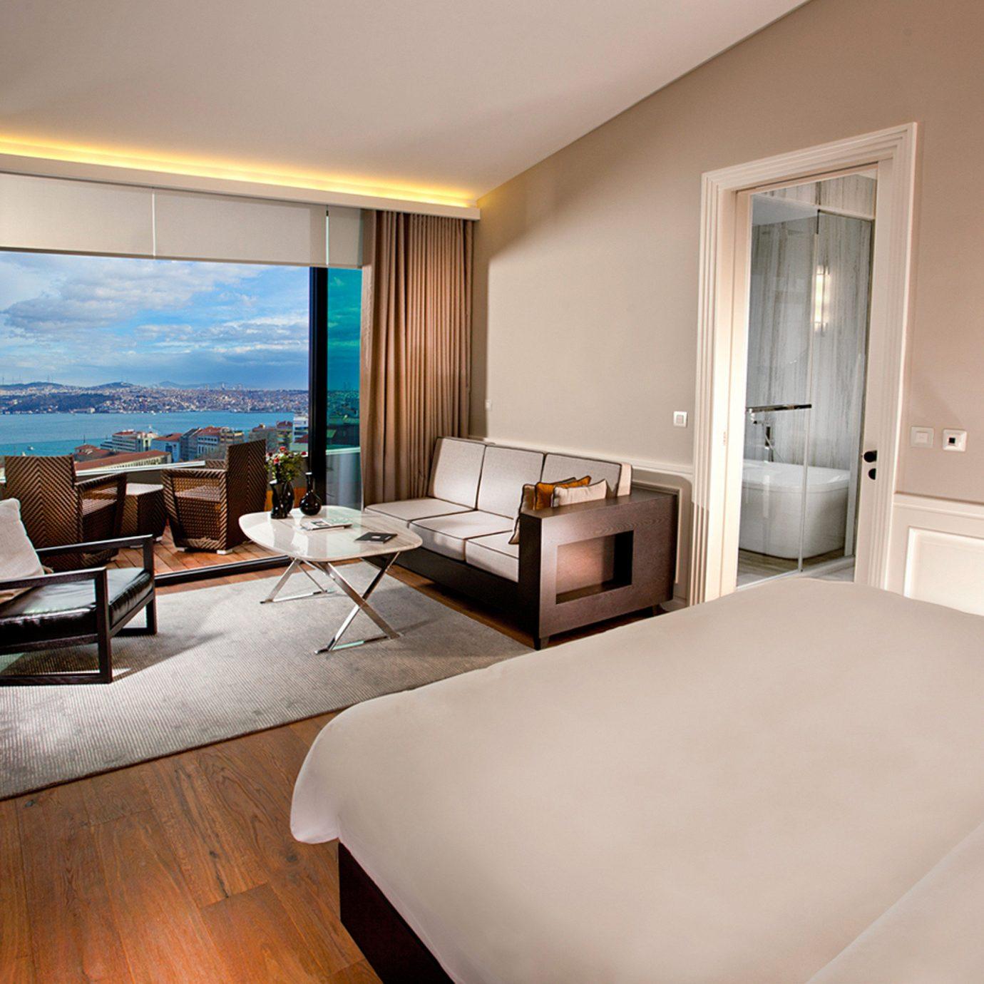 Balcony Bath Bedroom Modern Patio Resort Scenic views property Suite condominium home living room cottage Villa
