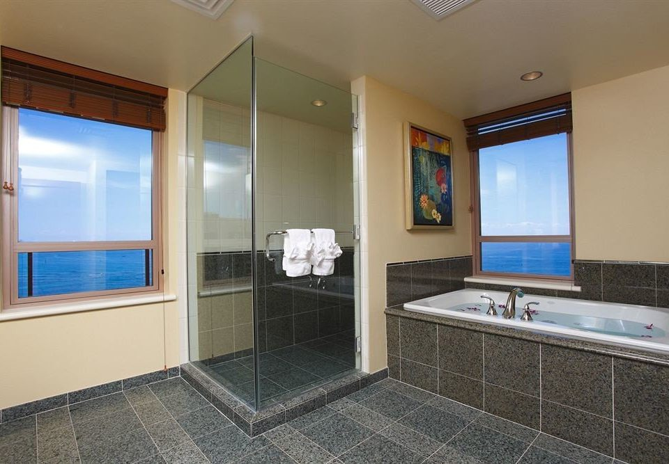 Balcony Bath Classic Resort Scenic views bathroom property house sink home condominium Suite flooring tile tiled tub