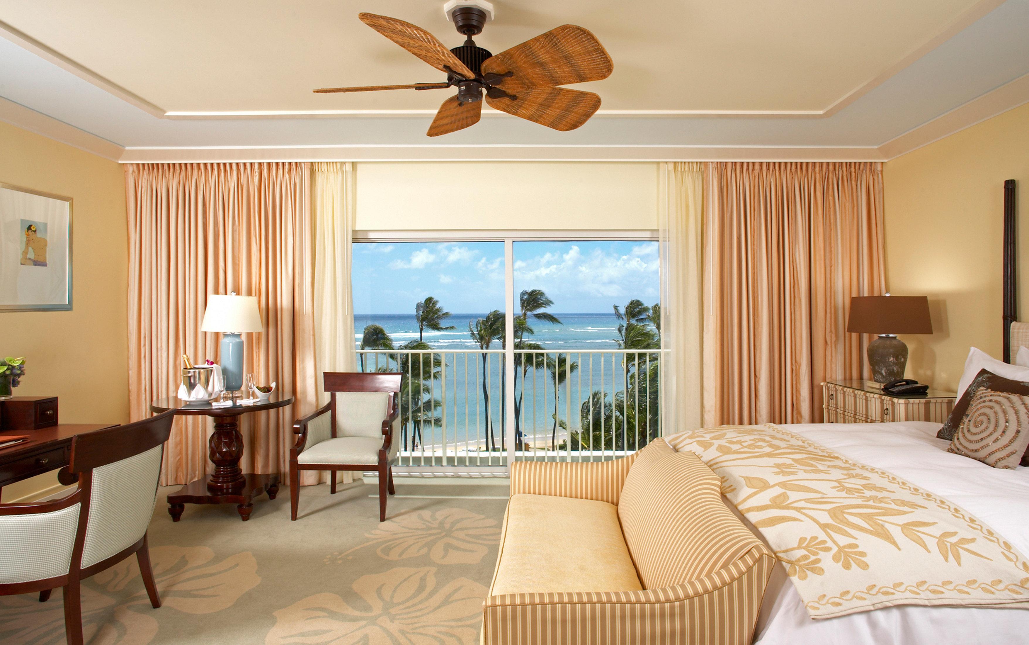 Balcony Beach Beachfront Bedroom Family Island Resort Romantic Scenic views property Suite living room home cottage Villa condominium flat