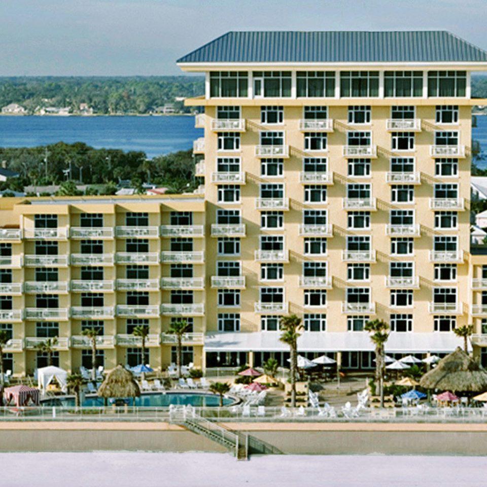 Balcony Beach Beachfront Exterior Ocean Pool Sky Water Inium Property Building Residential Area Marina Resort Walkway