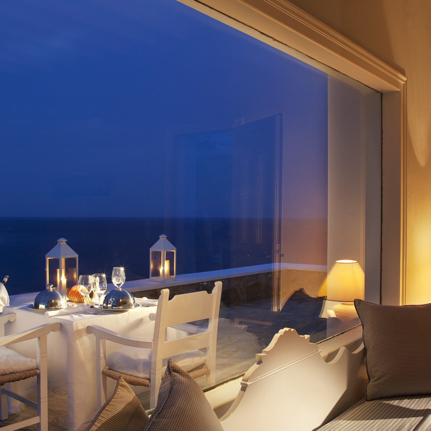 Balcony Beachfront Bedroom Dining Honeymoon Island Romance Scenic views Suite Waterfront property lighting living room restaurant