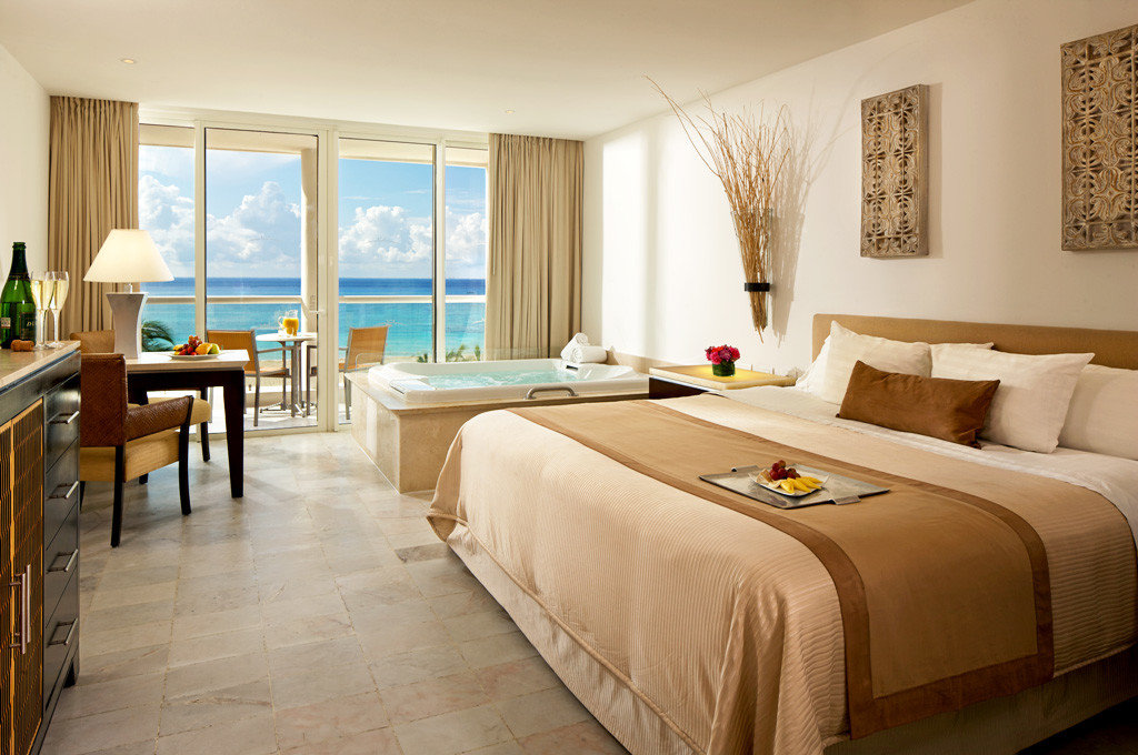 Balcony Beachfront Bedroom Elegant Luxury Scenic views Suite property Resort Villa cottage condominium