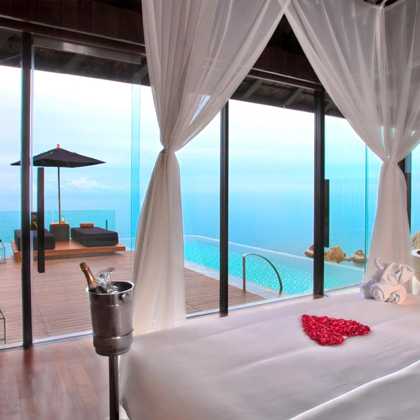 Balcony Beachfront Bedroom Honeymoon Patio Pool Romantic Scenic views Suite Tropical Villa Waterfront property building Resort cottage