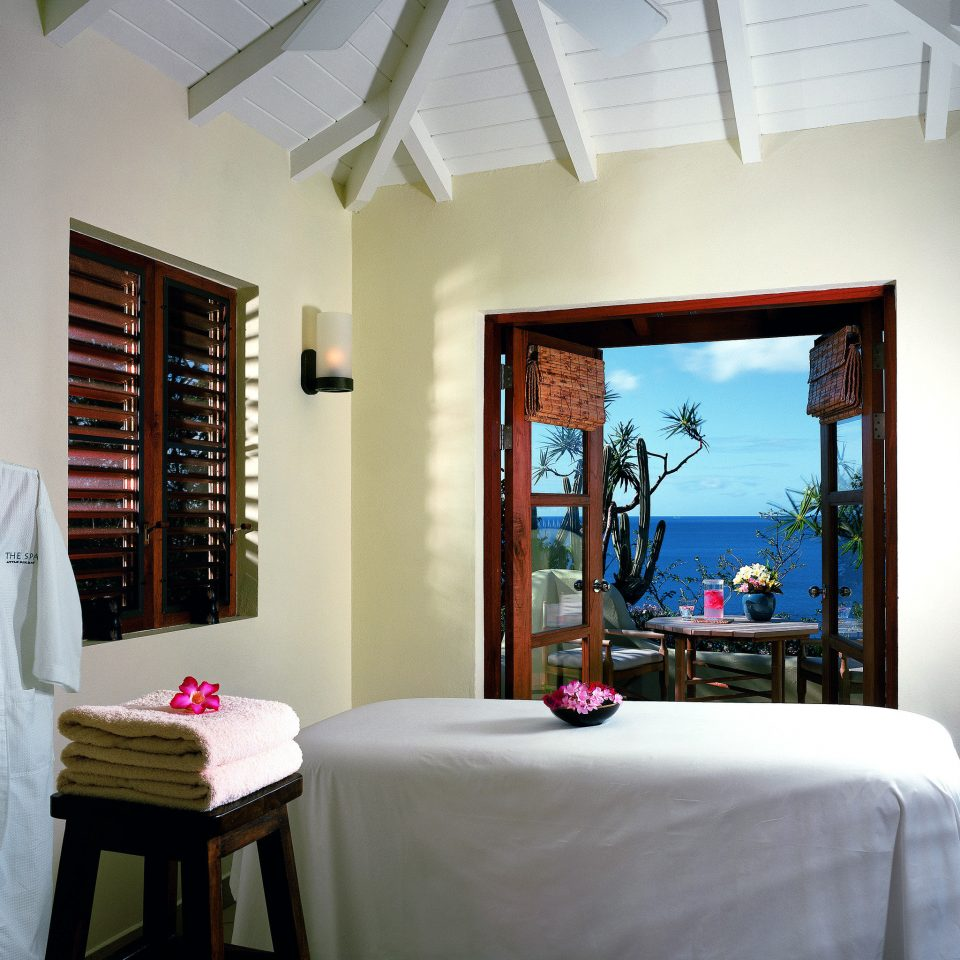 Balcony Beachfront Island Resort Romantic Scenic views Spa Waterfront Wellness property Bedroom house home living room cottage Suite Villa farmhouse
