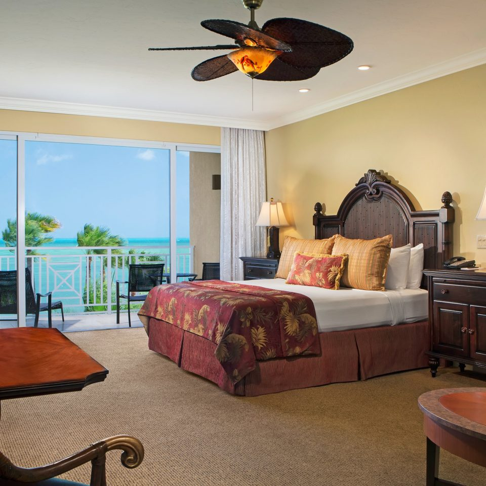 Balcony Beachfront Bedroom Island Lodge Ocean Scenic views Tropical property living room home cottage Suite Villa