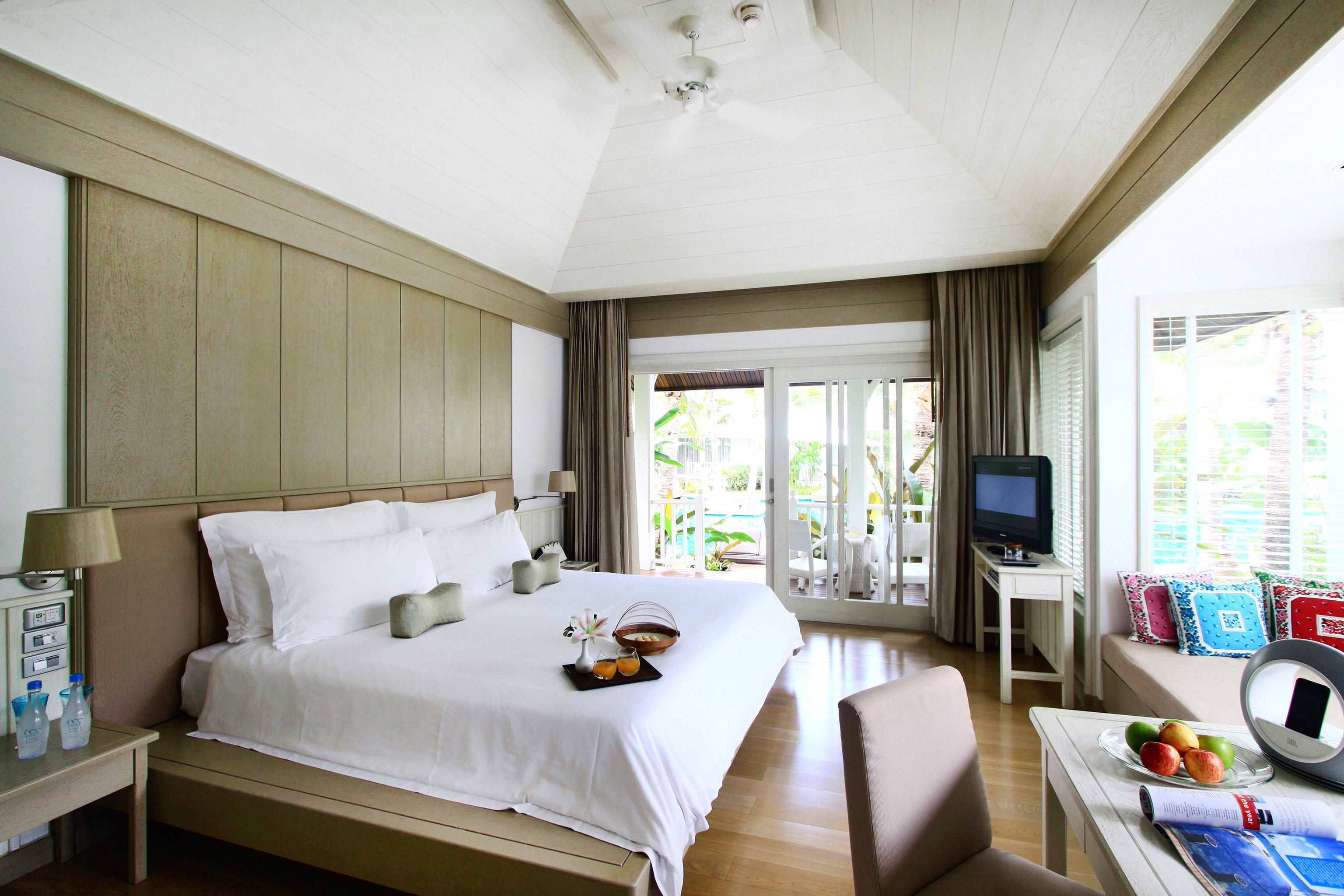 Balcony Beachfront Bedroom Jungle Romantic Tropical property living room Suite home condominium cottage Villa