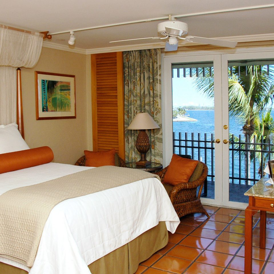 Balcony Beachfront Bedroom Scenic views Waterfront property cottage Suite Resort Villa home