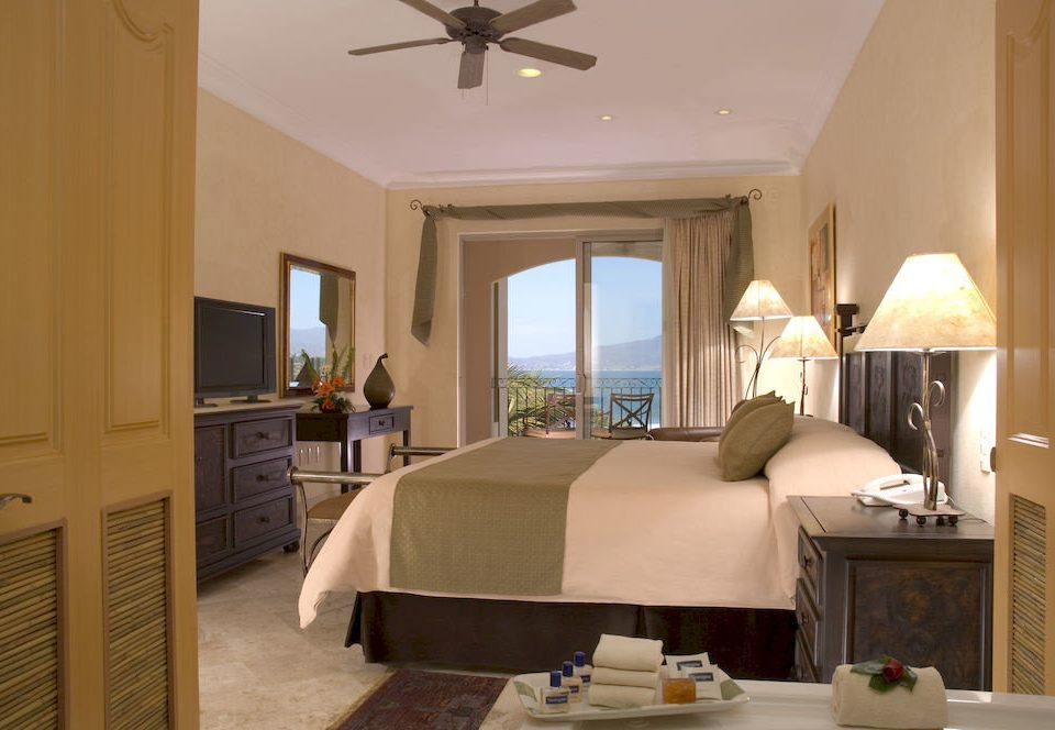 Balcony Beachfront Bedroom Scenic views Tropical property living room home Suite cottage farmhouse condominium lamp