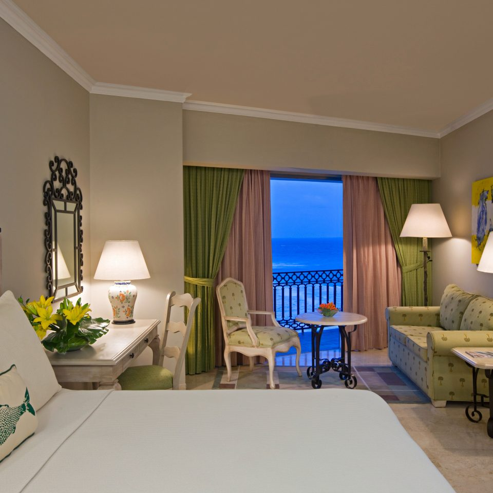 Balcony Beachfront Bedroom Suite property living room home house condominium cottage Villa mansion farmhouse