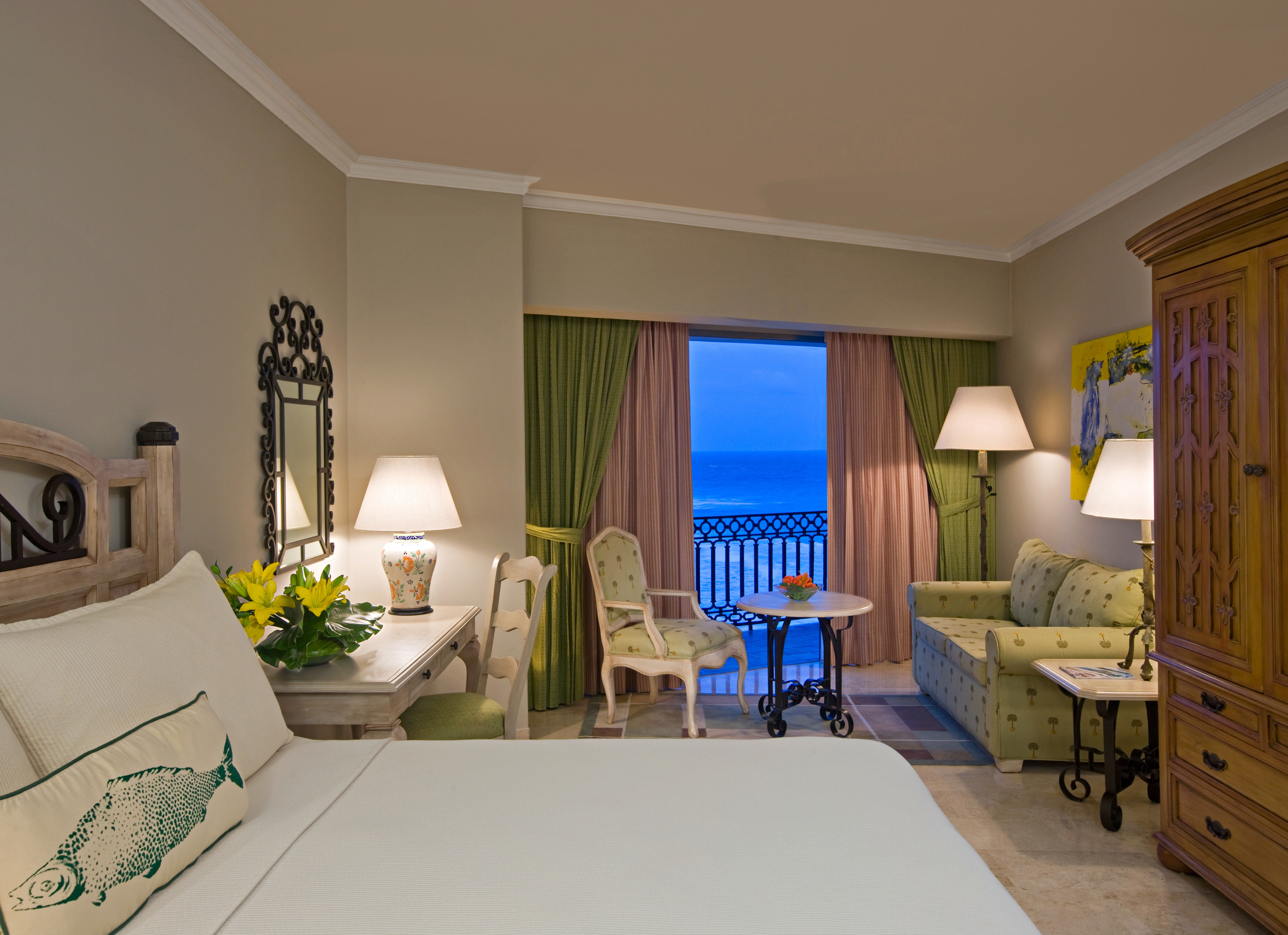 Balcony Beachfront Bedroom Suite property living room home house condominium cottage Villa mansion farmhouse