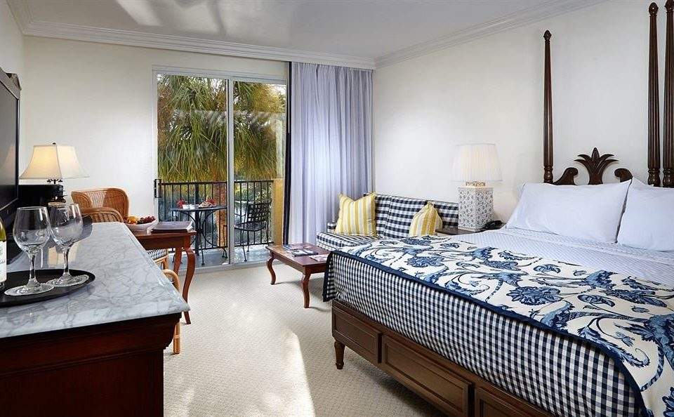 Balcony Beachfront Bedroom Tropical property Suite home cottage condominium Villa living room