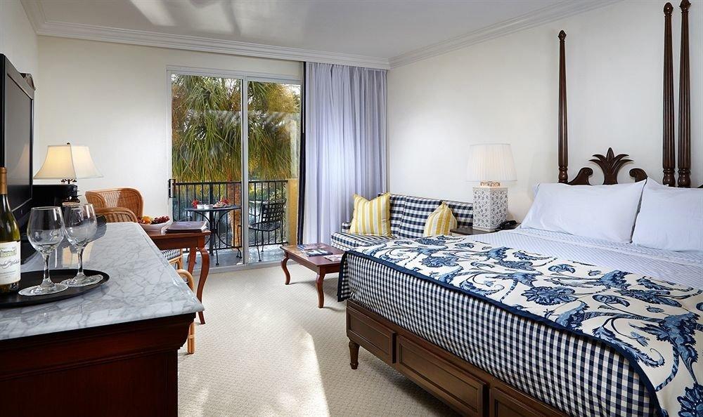 Balcony Beachfront Bedroom Tropical property Suite home cottage condominium Villa living room