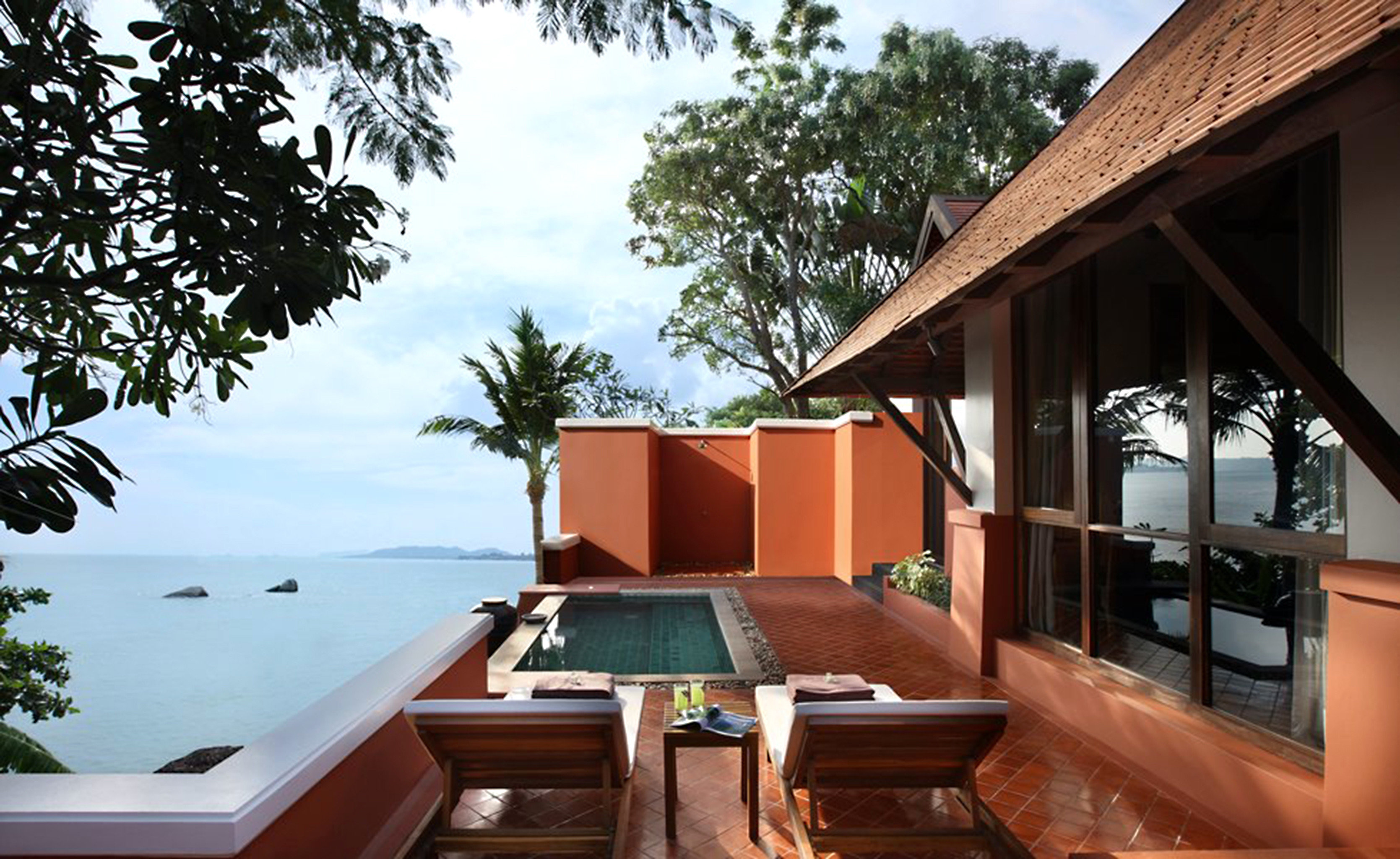 Balcony Beachfront Cultural Jungle Pool Resort Romantic Rooftop Tropical Waterfront tree house building property home Villa cottage roof outdoor structure backyard log cabin Deck