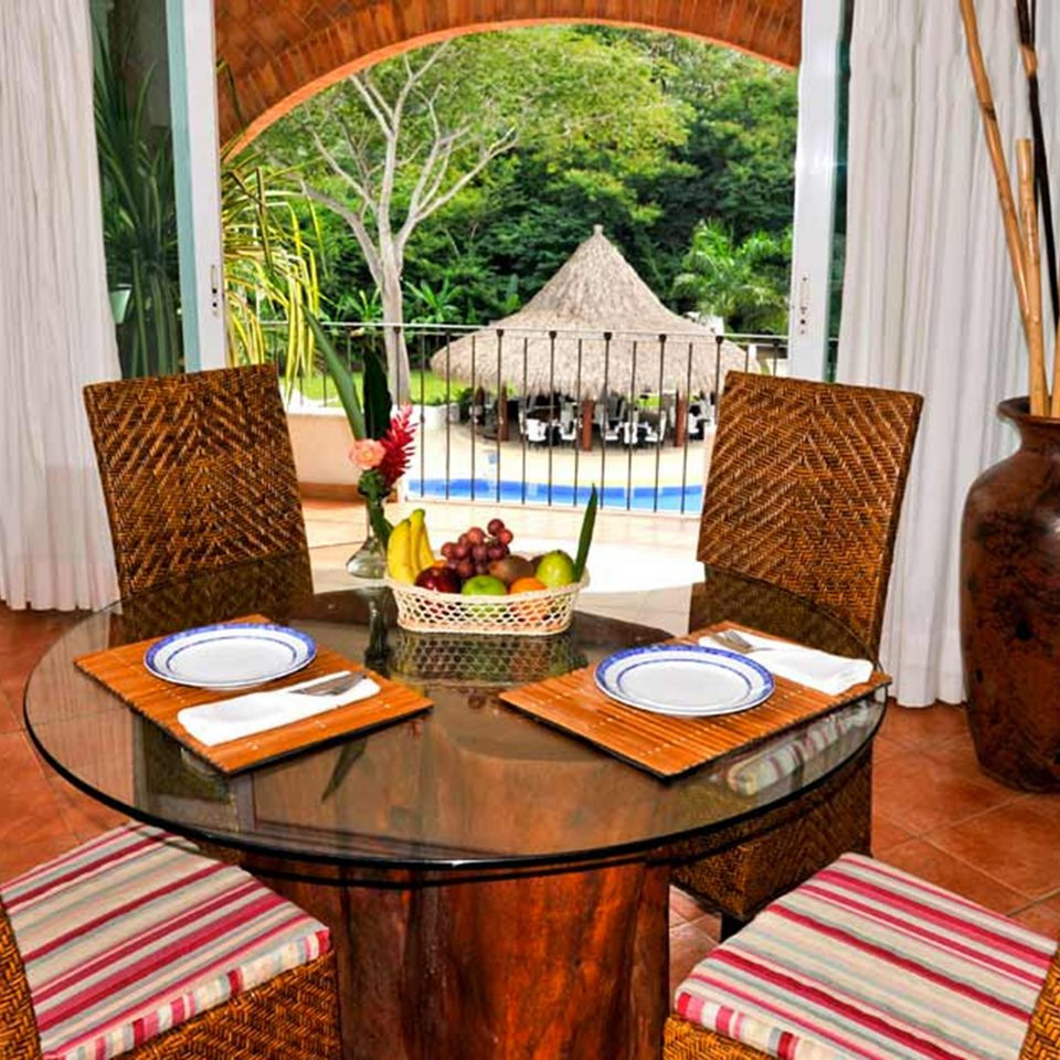 Balcony Beachfront Drink Eat Resort Tropical Waterfront property home cottage Villa restaurant Suite living room hacienda dining table