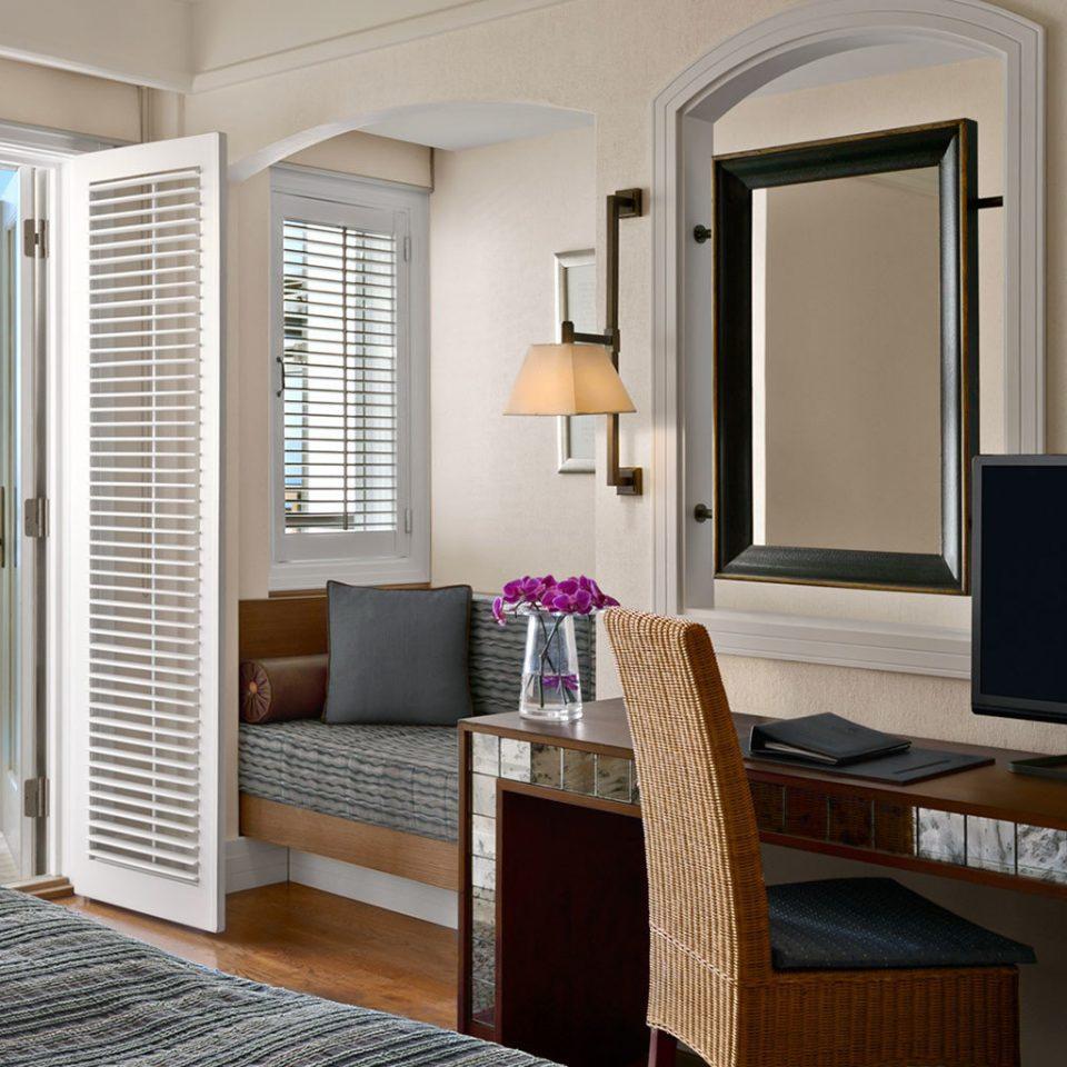 Balcony Beachfront Entertainment Family Resort Scenic views property home condominium living room cottage Suite