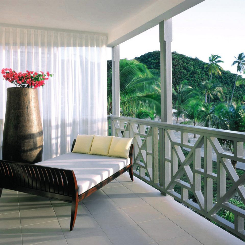 Balcony Beachfront Island Luxury Resort Tropical property chair building house condominium home Villa porch living room cottage outdoor structure mansion backyard