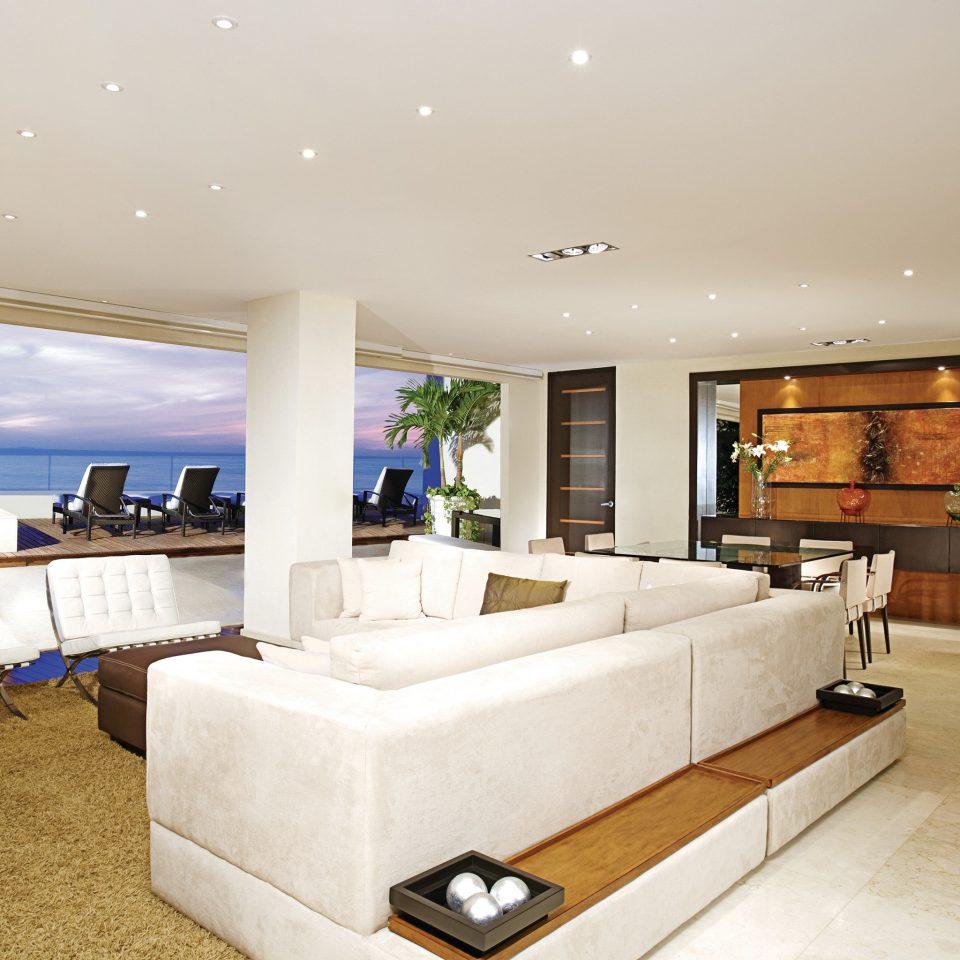 Balcony Beachfront Lounge Luxury Modern Pool Romantic property living room home condominium Suite Villa
