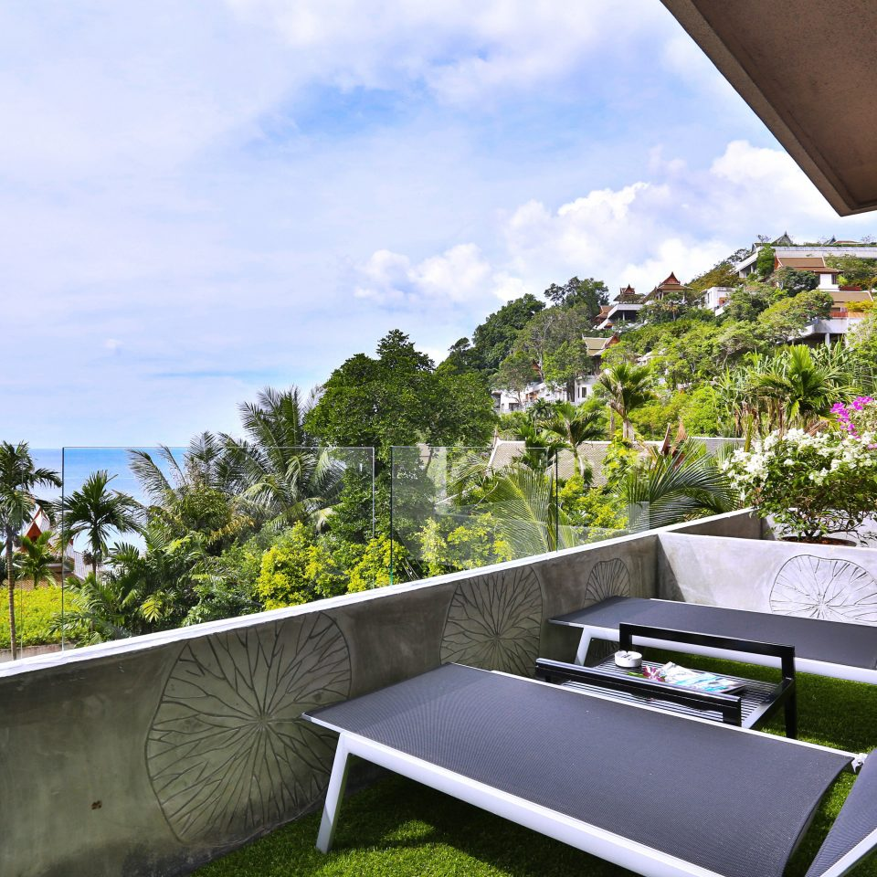 Balcony Beachfront Lounge Scenic views sky leisure property house Villa home swimming pool backyard cottage condominium