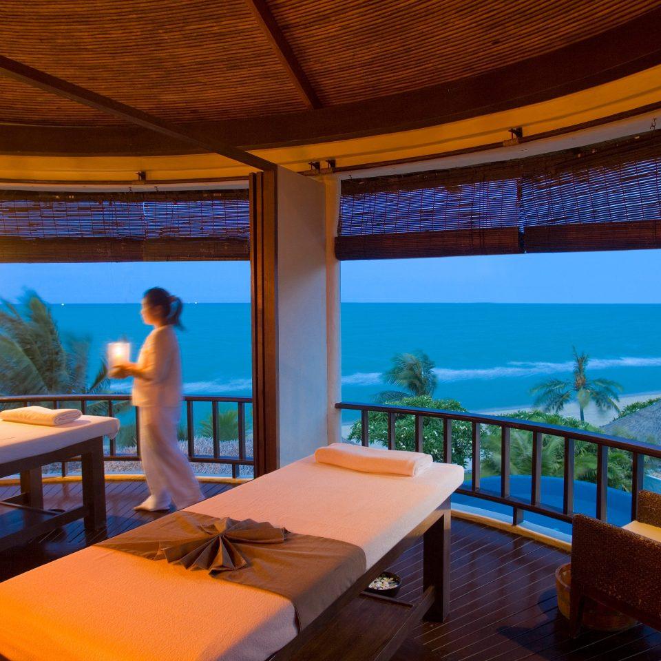 Balcony Beachfront Luxury Romantic Spa property Resort swimming pool Suite Villa cottage