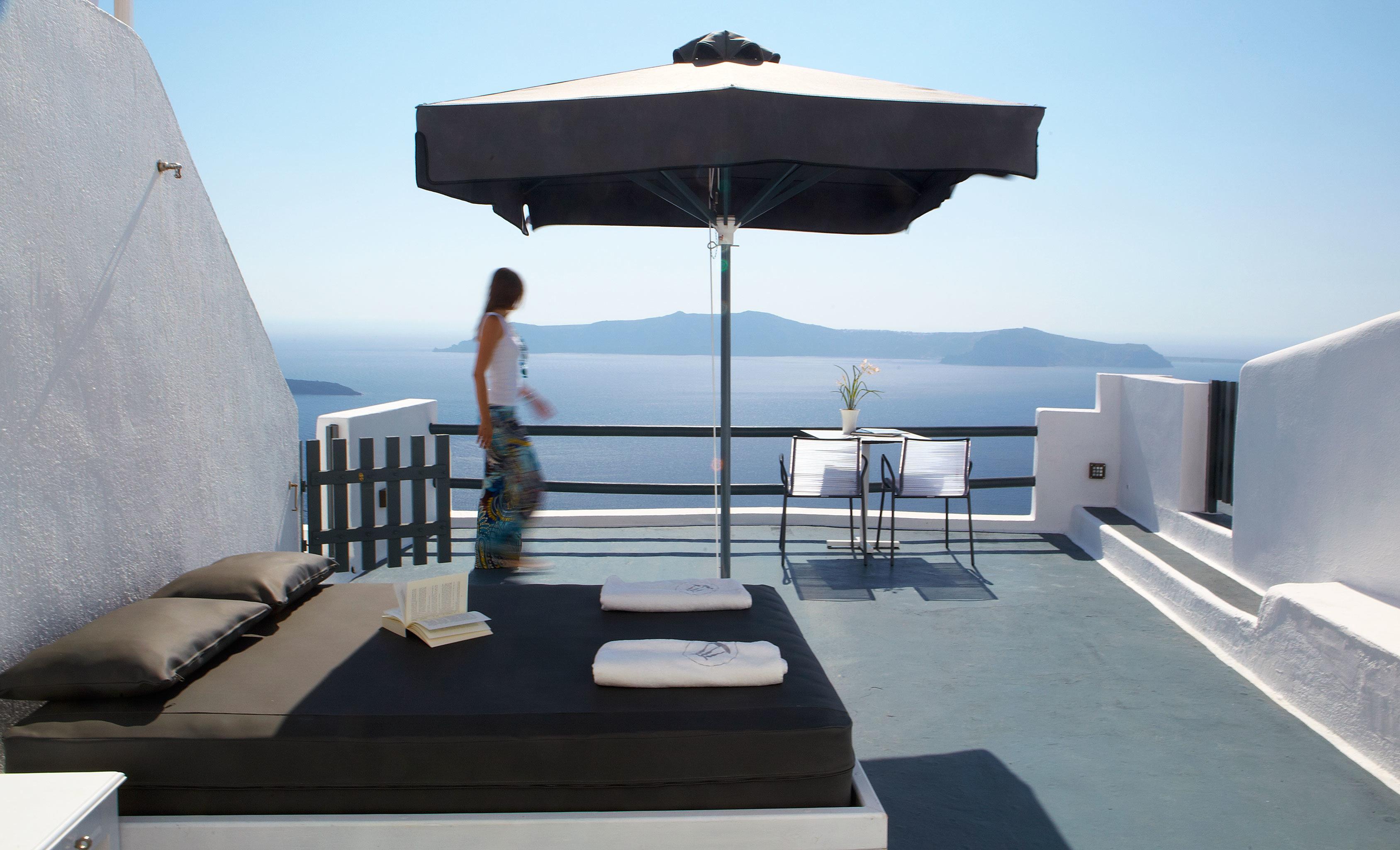 Balcony Beachfront Romantic Scenic views sky property yacht Villa passenger ship swimming pool outdoor structure vehicle