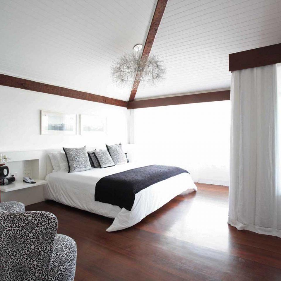 Balcony Bedroom Boutique Hot tub/Jacuzzi Romantic Scenic views Suite property cottage Villa lamp