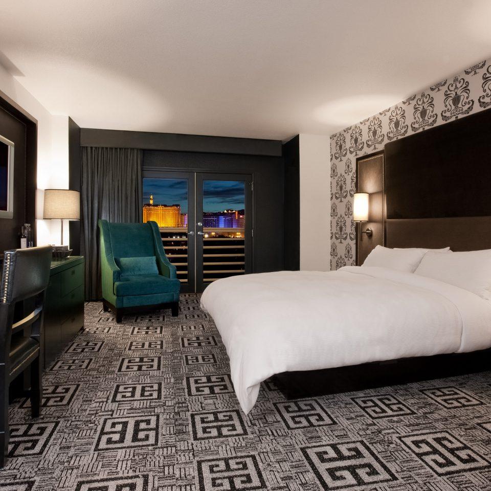 Balcony Bedroom City Classic Resort Scenic views sofa property Suite living room home condominium cottage lamp flat