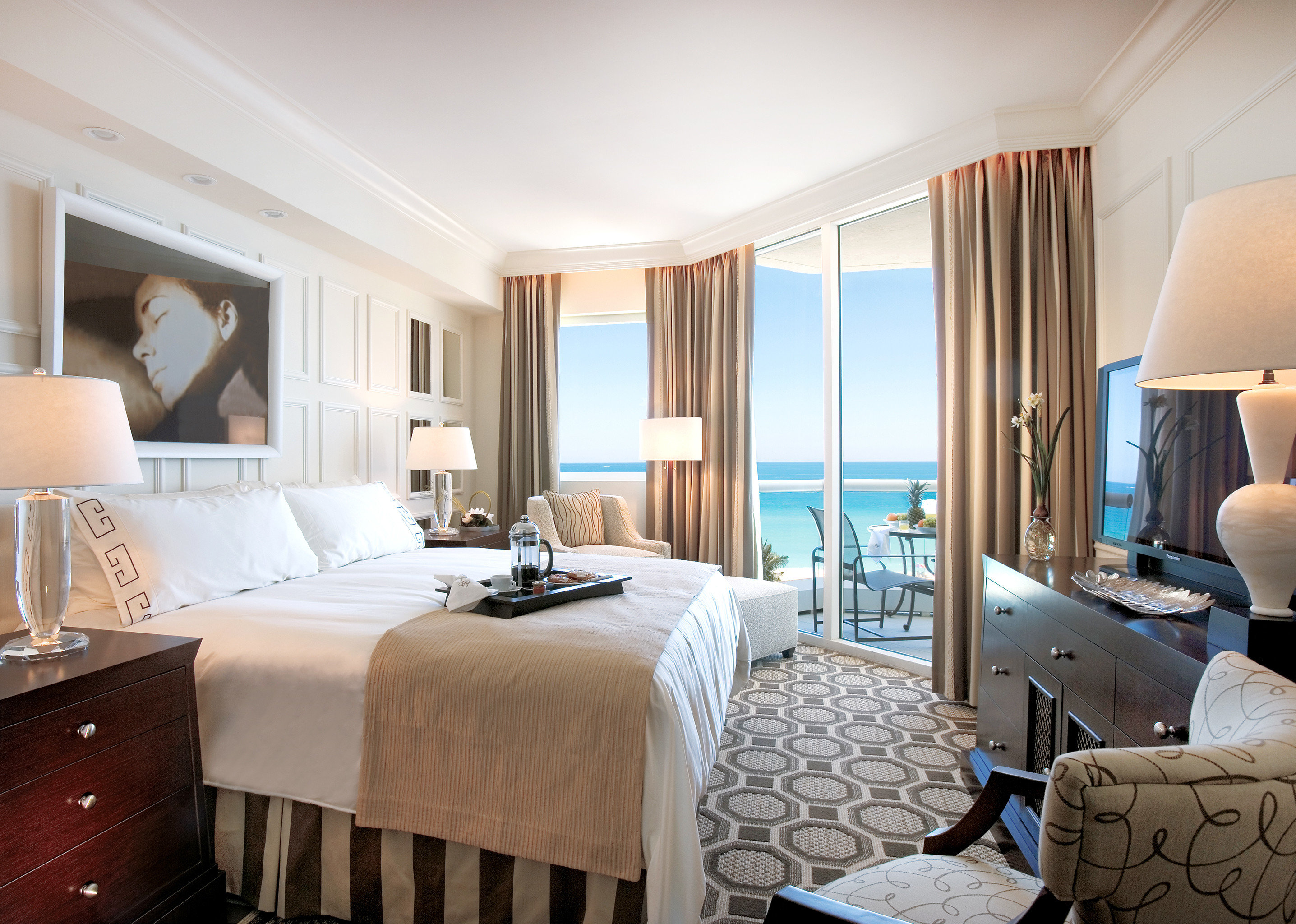 Balcony Bedroom City Elegant Hotels Luxury Miami Miami Beach Romantic Scenic views Waterfront property Suite living room home cottage